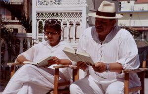 Petra und Ralf beim Lesen klein