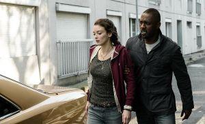 Zoe (Charlotte Le Bon) und Sean Briar (Idris Elba)